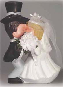 Küssendes Brautpaar, Keramik