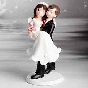 Romantisches Brautpaar, Braut wird getragen, Polystone, 17,5cm, 6 Stück