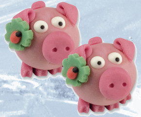 Marzipan- Glücksschweinchen mit Kleeblatt