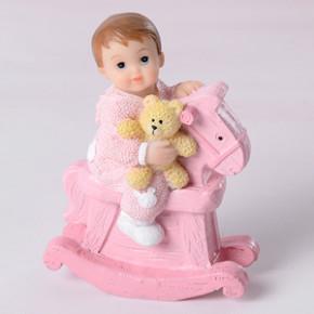 Taufaufsatz kleines Mädchen mit Schaukelpferd, Polystone, 7,5cm, 8 Stück