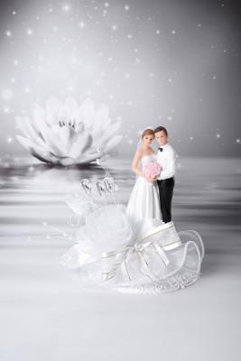 Brautpaar mit Blumenstrauß, mit Blumen-, Schleifen- und Perlendekor auf Tüll, 2-fach sortiert, Polystone, 16cm, 4 Stück